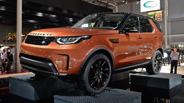 Được phát triển dựa trên mẫu xe Discovery Vision Concept ra mắt năm 2014, Discovery 2018 nằm trên người anh em Discovery Sport trong dòng sản phẩm của hãng Land Rover.