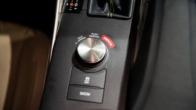 Chế độ lái của Lexus Sriracha IS cũng được thay đổi, bao gồm 3 loại Eco, Normal và Sriracha.