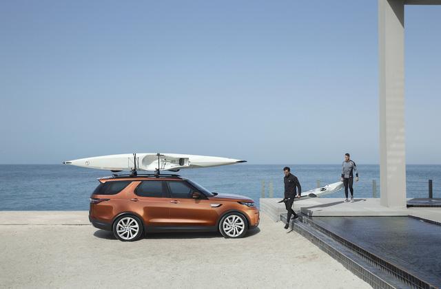 Thêm nữa là công nghệ Auto Access Height cho phép giảm chiều cao gầm thêm 40 mm để hành khách lên/xuống xe dễ dàng hơn.