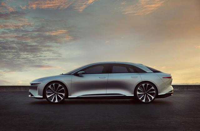 Mới đây, Lucid Motors đã chính thức vén màn mẫu xe đầu tay của mình mang tên Air. Đối thủ cạnh tranh trực tiếp mà Lucid Air nhắm đến chính là Tesla Model S.