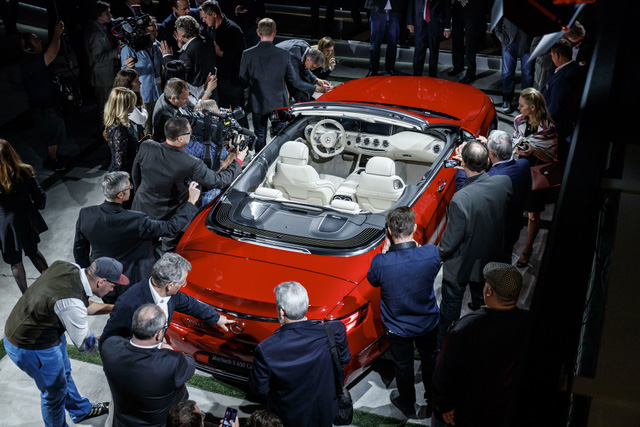 Xe siêu sang Mercedes-Maybach S650 Cabriolet bán đắt như tôm tươi - Ảnh 2.