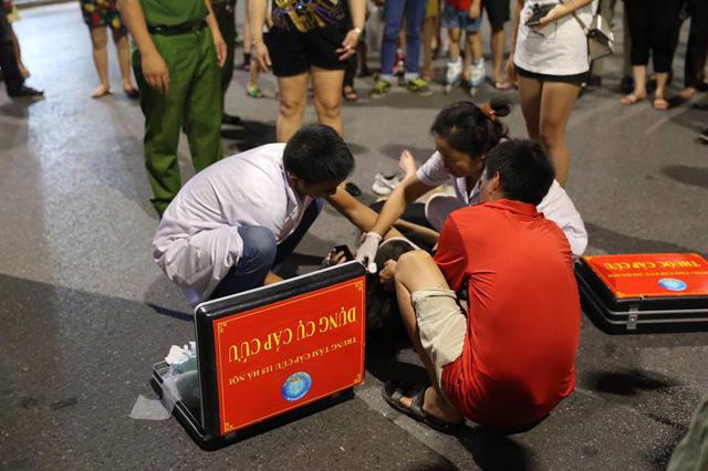 Nhân viên của Trung tâm cấp cứu 115 Hà Nội có mặt tại hiện trường.