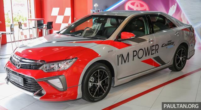 Cách đây vài hôm, hãng Toyota đã thông báo bắt đầu nhận đơn đặt hàng dành cho Camry 2016 tại thị trường Malaysia. Đây chính là Toyota Camry 2016 hứa hẹn sẽ sớm ra mắt thị trường Việt Nam trong thời gian tới.