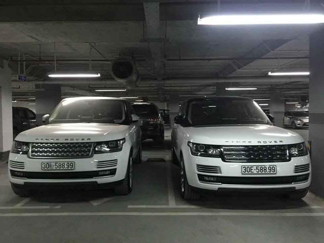 Cặp Range Rover có biển số gần giống hệt nhau nằm trong một hầm để xe. Ảnh: Otofun
