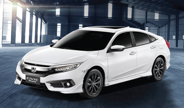Honda Civic với gói phụ kiện Modulo
