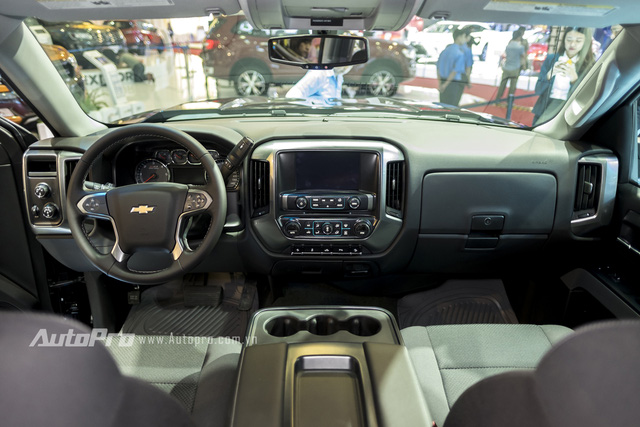 Cận cảnh chi tiết Chevrolet Silverado 2017 từ ngoại thất đến nội thất 11