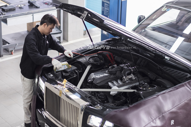 Chuyên gia của Rolls-Royce sẽ có các thông báo cũng như tư vấn về tình trạng của xe Rolls-Royce cho các chủ nhân.