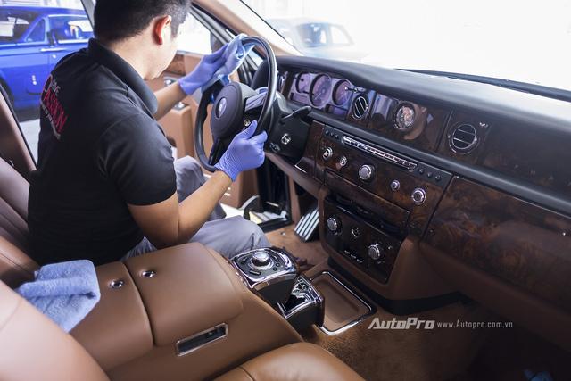 Phần nội, ngoại thất của xe cũng được chăm sóc cẩn thận.