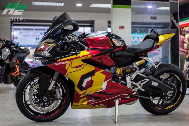 Ducati 959 Panigale khoác áo Iron Man của nữ biker 9X Sài thành - Ảnh 2.