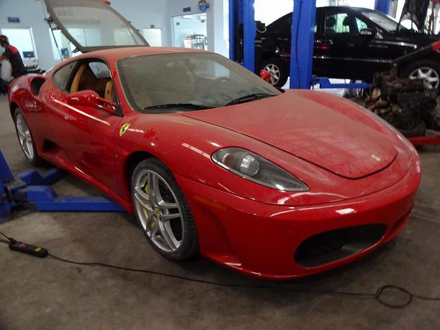 Xót xa siêu ngựa Ferrari F430 đóng bụi dày đặc tại Sài thành - Ảnh 1.