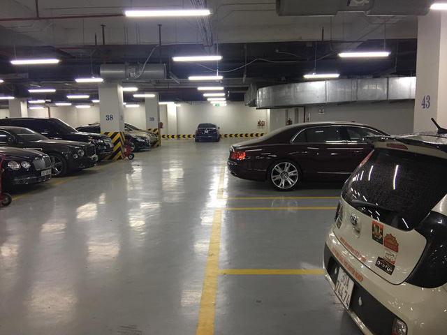 Choáng với căn hầm để xe toàn Bentley tại Hà Nội - Ảnh 1.