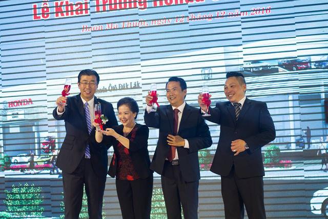 Đại diện Honda Việt Nam - ông Minoru Kato - đến dự khai trương Honda Ô tô Đắk Lắk.