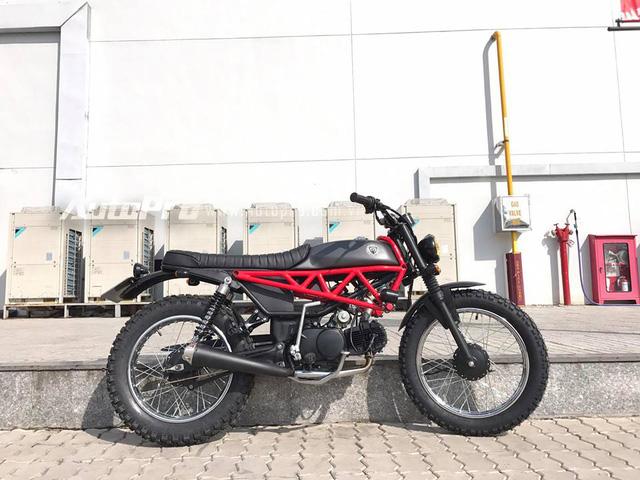 Trong đó công đoạn khó khăn nhất là tạo hình cho chiếc Win 100 trở nên cá tính so với nguyên bản và những người thợ Sài thành đã gò lại sườn xe theo phong cách những chiếc Ducati, ghi đông mới của Scrambler.