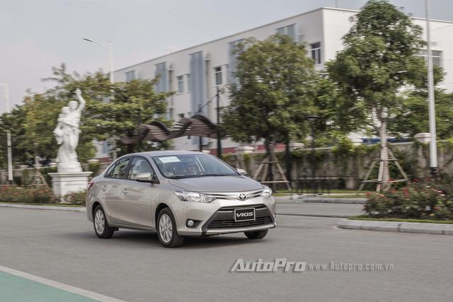 """Đánh giá Toyota Vios 2016: Giải mã hiện tượng người Việt """"cuồng"""" Vios - Ảnh 13."""