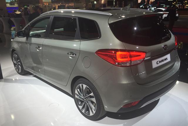 Dự kiến, Kia Carens sẽ bắt đầu được bày bán trên thị trường châu Âu vào cuối năm nay. Hiện giá bán của Kia Carens 2017 chưa được công bố.