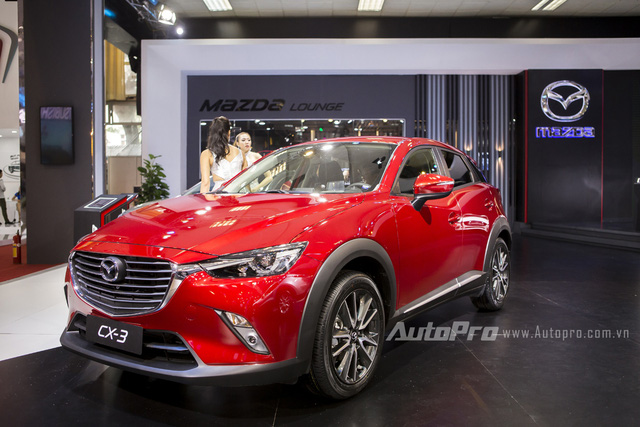 Về mặt thiết kế, Mazda CX-3 vẫn đi theo ngôn ngữ thiết kế KODO với những đường nét uốn lượn mềm mại nhưng sắc sảo tạo ngoại hình khá bắt mắt.