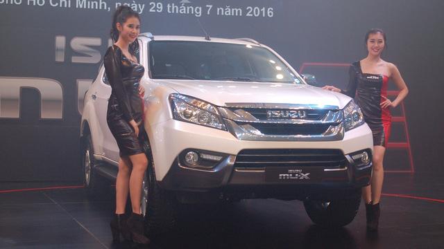 """Chốt giá 899 triệu Đồng, Isuzu MU-X quyết """"sinh tử"""" cùng Toyota Fortuner"""