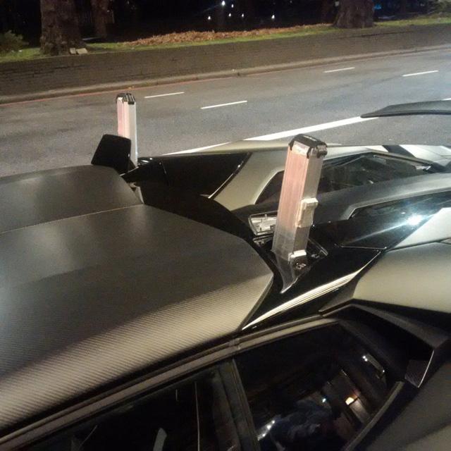 Lamborghini Aventador SV mui trần hư hỏng nặng sau cuộc đua tốc độ trên phố - Ảnh 5.