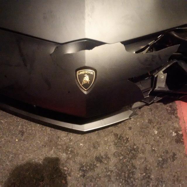 Lamborghini Aventador SV mui trần hư hỏng nặng sau cuộc đua tốc độ trên phố - Ảnh 3.