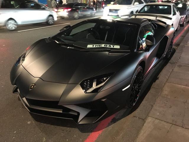 Lamborghini Aventador SV mui trần hư hỏng nặng sau cuộc đua tốc độ trên phố - Ảnh 2.