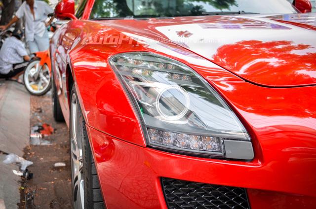 Mercedes-Benz SLS AMG 11,8 tỷ Đồng của tay chơi Bình Định tái xuất trên phố Sài thành - Ảnh 11.