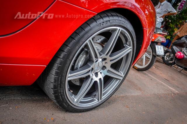 Mercedes-Benz SLS AMG 11,8 tỷ Đồng của tay chơi Bình Định tái xuất trên phố Sài thành - Ảnh 14.