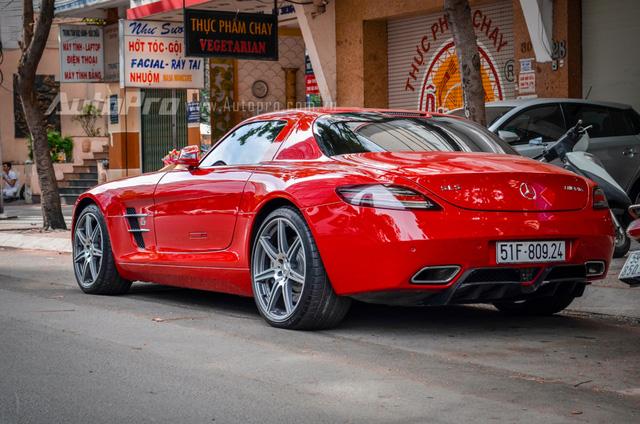 Mercedes-Benz SLS AMG 11,8 tỷ Đồng của tay chơi Bình Định tái xuất trên phố Sài thành - Ảnh 2.