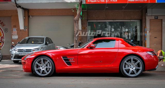 Mercedes-Benz SLS AMG 11,8 tỷ Đồng của tay chơi Bình Định tái xuất trên phố Sài thành - Ảnh 5.