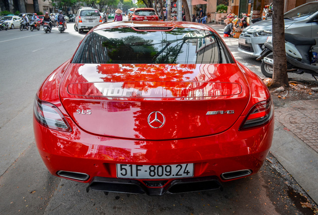 Mercedes-Benz SLS AMG 11,8 tỷ Đồng của tay chơi Bình Định tái xuất trên phố Sài thành - Ảnh 6.