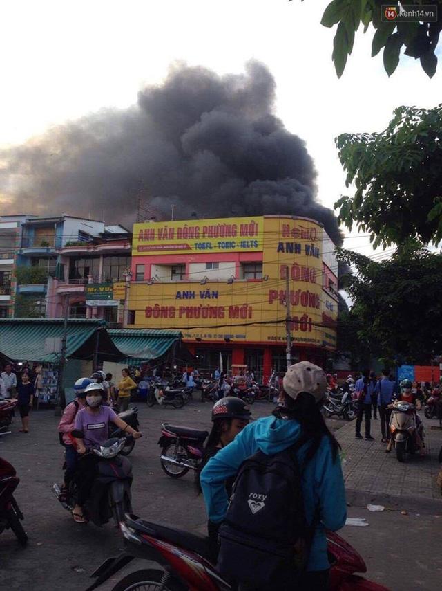 Hiện trường vụ cháy cây xăng ở Sài Gòn khiến hàng chục xe máy bị thiêu rụi - Ảnh 3.