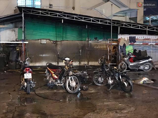 Hiện trường vụ cháy cây xăng ở Sài Gòn khiến hàng chục xe máy bị thiêu rụi - Ảnh 6.