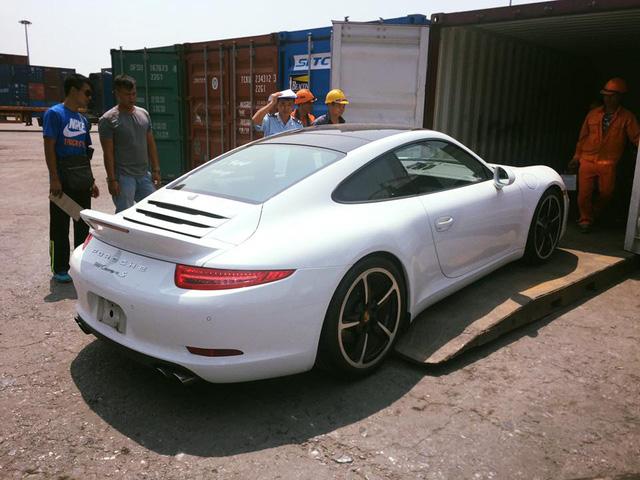 PĐại gia Nghệ An sắm xe sang Porsche 911 Carrera S 2