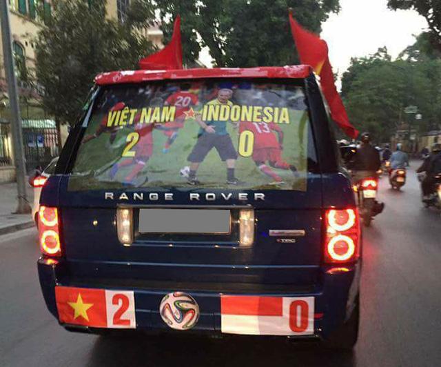 Xôn xao tay chơi Hà thành dùng Range Rover làm xe cổ vũ tuyển Việt Nam - Ảnh 2.