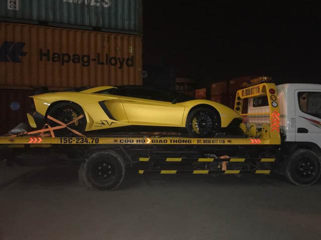 Xem siêu xe Lamborghini Aventador SV mui trần lăn bánh tại Hà Nội - Ảnh 1.