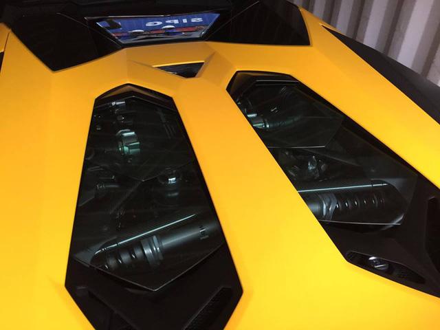 Xem siêu xe Lamborghini Aventador SV mui trần lăn bánh tại Hà Nội - Ảnh 6.