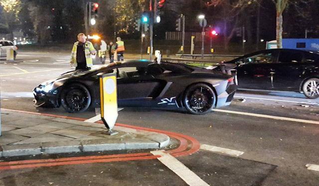 Lamborghini Aventador SV mui trần hư hỏng nặng sau cuộc đua tốc độ trên phố - Ảnh 6.