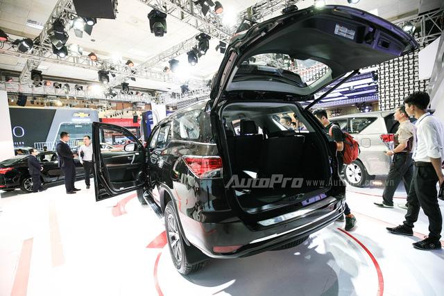 Đánh giá Toyota Fortuner 2017: Hầm hố hơn, cứng cáp hơn!
