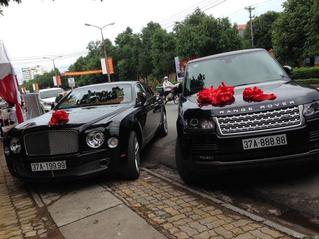 Thiếu gia Nghệ An rước dâu bằng cặp đôi Bentley và Range Rover biển khủng - Ảnh 1.