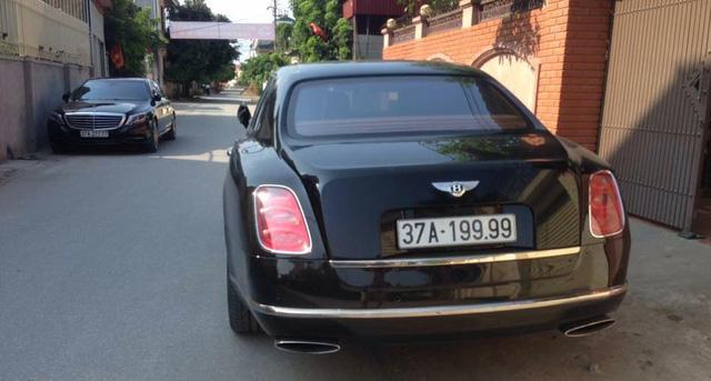 Thiếu gia Nghệ An rước dâu bằng cặp đôi Bentley và Range Rover biển khủng - Ảnh 3.