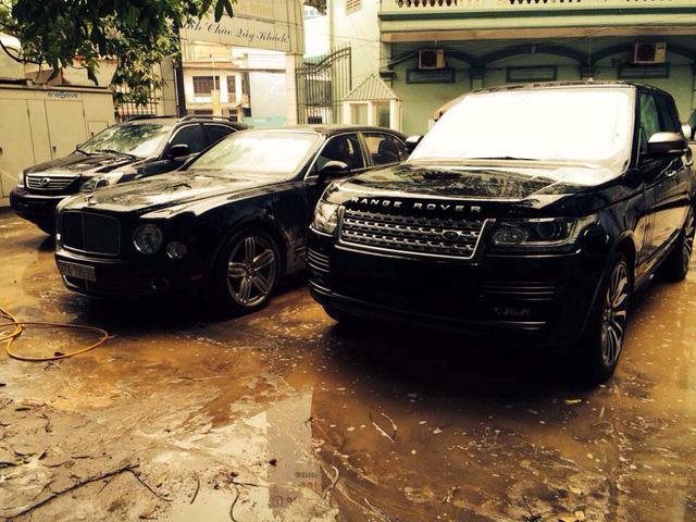 Thiếu gia Nghệ An rước dâu bằng cặp đôi Bentley và Range Rover biển khủng - Ảnh 2.