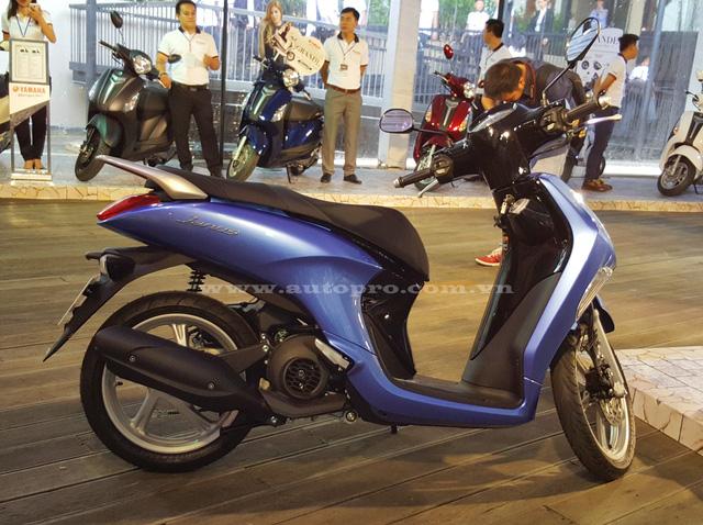 Yamaha Janus trang bị động cơ Blue Core, 4 thì, SOHC, dung tích 125 phân khối, công nghệ phun xăng điện tử kết hợp cùng với hệ thống truyền động CVT giúp xe đạt công suất tối đa 9,5 mã lực tại vòng tua máy 8.000 vòng/phút, mô-men xoắn cực đại 9,6 Nm tại 5.500 vòng/phút.