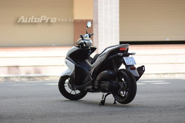 Yamaha NVX 155 có kích thước tổng thể bao gồm chiều dài 1.990 mm, rộng 700 mm và cao 1.125 mm. Chiều cao của yên tính từ mặt đất rơi vào khoảng 790 mm và trọng lượng của xe là 116 kg. Theo đại diện Yamaha chia sẻ, tên gọi NVX bắt nguồn từ cụm Nouvo Generation X. Ngay từ cái tên đã cho thấy sứ mạng thay thế đàn anh Nouvo của Yamaha NVX 155.