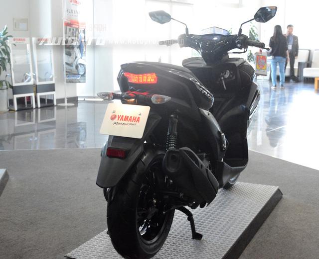 Yamaha NVX 155 sẽ bắt đầu được bày bán ra thị trường Việt Nam từ tháng 12 năm nay và đi kèm chính sách bảo hành 3 năm hoặc 30.000 km.