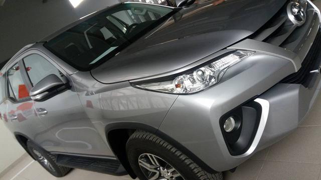 Toyota Fortuner 2017 ra mắt Việt Nam trong tuần này có thêm bản máy dầu, số sàn - Ảnh 1.