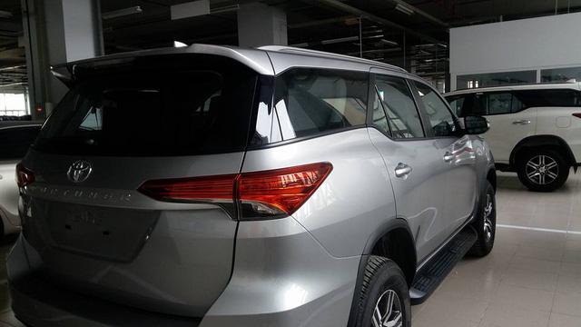 Toyota Fortuner 2017 ra mắt Việt Nam trong tuần này có thêm bản máy dầu, số sàn - Ảnh 2.