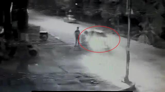 Cư dân mạng tranh cãi về video ô tô đâm cô gái đi bộ dưới lòng đường ở Phú Thọ - Ảnh 3.