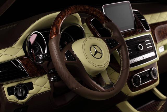 Mercedes-Benz GLE 2016 với nội thất bọc da cá sấu và mạ vàng của người Nga - Ảnh 8.