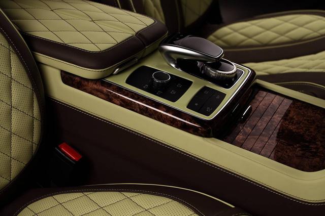 Mercedes-Benz GLE 2016 với nội thất bọc da cá sấu và mạ vàng của người Nga - Ảnh 9.
