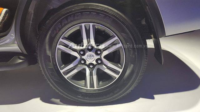 Toyota Fortuner 2017 ra mắt Việt Nam, giá từ 981 triệu Đồng - Ảnh 6.