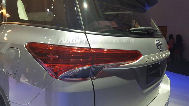 Toyota Fortuner 2017 ra mắt Việt Nam, giá từ 981 triệu Đồng - Ảnh 7.